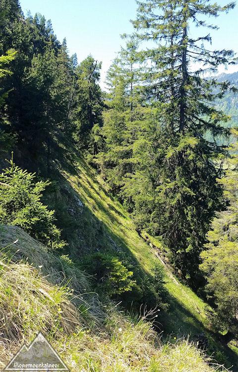 Steiles Gelände beim Abstieg